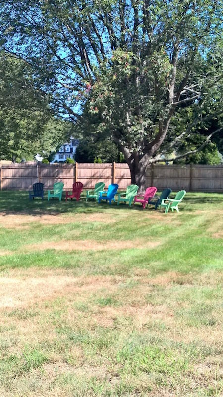 Relaxed and Casual Setting for Parties and Reunions